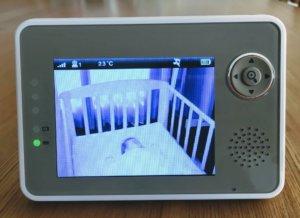 赤ちゃんがはっきり見えるベビーモニターの画面